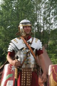 #1Roman_soldier_in_lorica_segmentata_1
